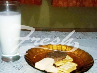 Minum susu dan  kue di pagi hari bisa menjadi pilihan praktis untuk sarapan Fresh Reader (Ulfah Choirun Nissa/Suaka)
