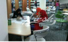Sejumlah mahasiswa sedang belajar di Perpustakaan Bapusipda (Ulfah Choirun Nissa/ Suaka)