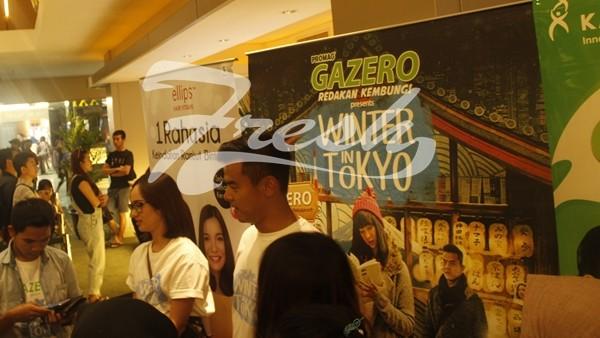 Suasana Meet and Greet dengan para pemain film Winter In Tokyo yang dihadiri oleh Pamella Bowie, Dion Wiyoko dan Gigi mantan personil girlband Cherrybelle di Empire XXI BIP lantai4, pada Minggu (7/8/2016). Rendy M. Muthaqin