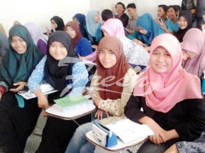 Suasana kelas di Jurusan Sastra Inggris Fakultas Adab dan Humaniora UIN SGD Bandung Anisa Dewi/Suaka)
