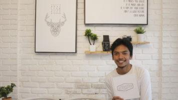 Azri Firdaus, pemilik Afternoon Project saat berfoto di studio fotonya Jalan Pandan Wangi No.10 RT03/RW14 Cinunuk, Kab. Bandung.