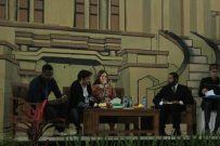 Dyara Branschikova(24) sedang menjelaskan materi tentang fleksibilitas budaya di gedung Abdjan Soelaeman. Sabtu, (3/12/2016). Anisa Dewi A/SUAKA