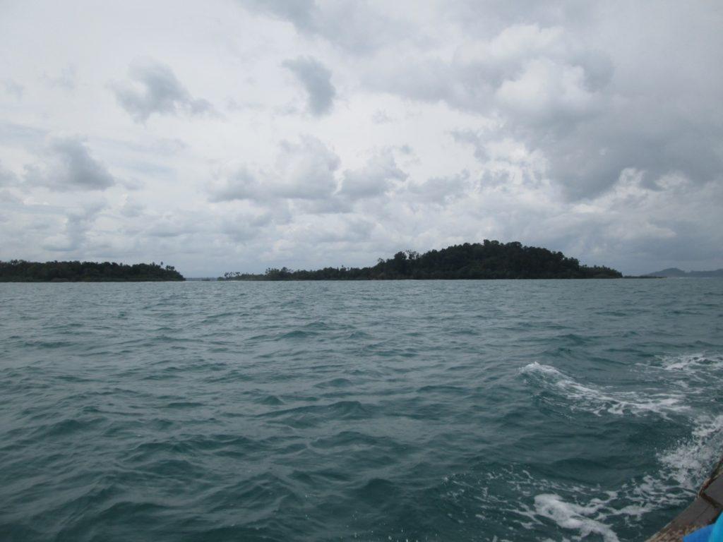 Pulau Picago dari tengah laut menggunakan perahu