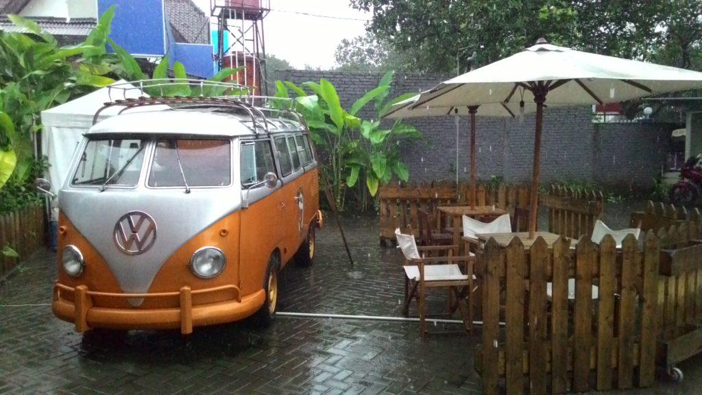 Cafe Talad Thailand tampak dari luar, so cozy kan ?