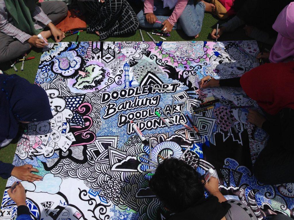 Komunitas Doodle Art saat Mendoodling bersama. Putri Zahra/ Magang/