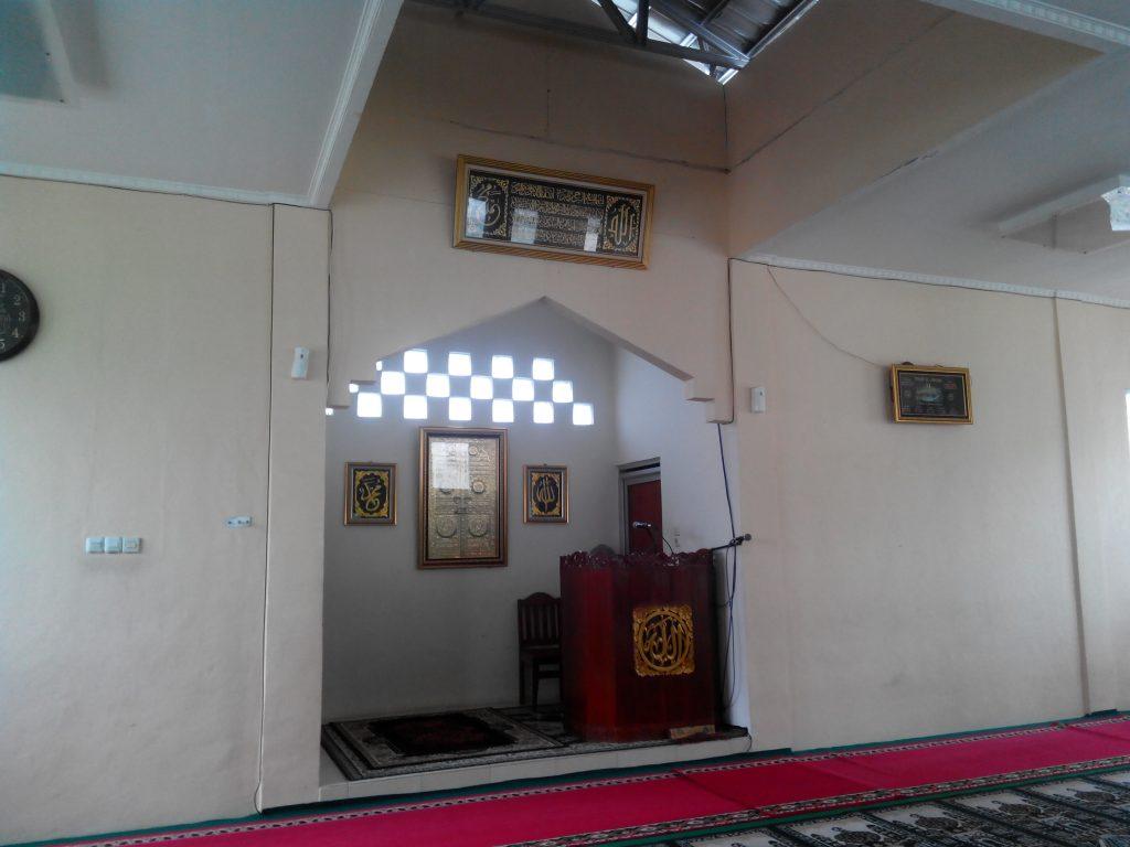 Masjid Al-Amanah yang berdampingan dengan Vihara namun tetap menjaga kerukunan.